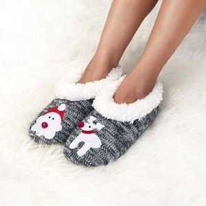 Shoes - Last pair Adorable hoilday slippers